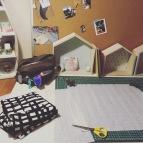 Bureau atelier tissus jupe N&B