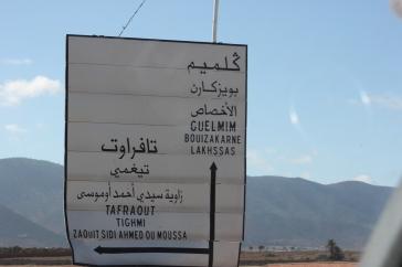 Panneau itinéraire_Guelmin_Maroc
