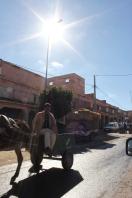 Passage en ville-Homme sur sa charette_Maroc